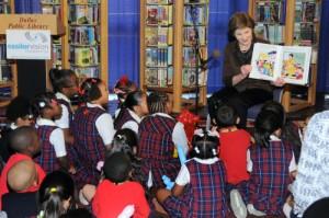 1mrs__laura_bush_reading_to_west_dallas_community_school_kids_at_kids_vision_fest_8860